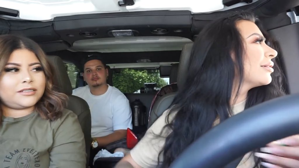 """@BennySoliven Looking like a BET movie intro.   *record scratch*  *freeze frame*  """"Yup! That's me, you're probably wondering how I ended up in this situation"""" @Evettexo @_itsivette<br>http://pic.twitter.com/4gXBMhoWxr"""