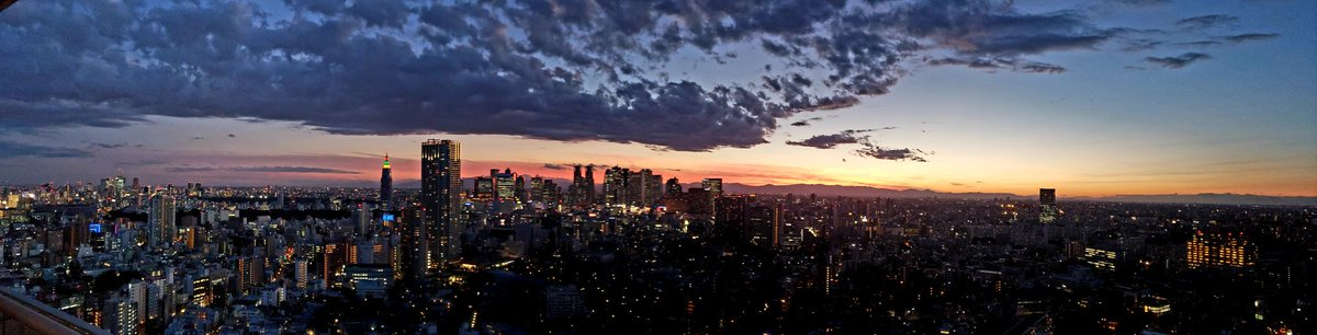 Have I mentioned before that my view ain&#39;t bad? #tokyo #sunset<br>http://pic.twitter.com/YxRg8FNub4