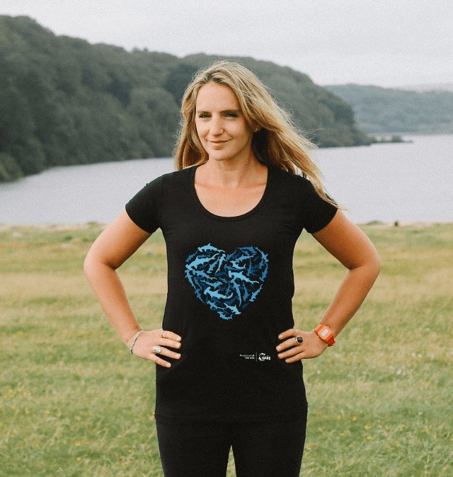 Stand with us on sharks protection by wearing your shaped shark t-shirt! It's available for all ocean lovers http://bit.ly/ProjectAWAREStore…  #protectwhatyoulove #sharkprotection pic.twitter.com/Hd9inEcRlM