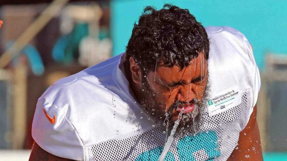 Several long shots and bubble players are giving the Dolphins something to think about  https://www. miamiherald.com/sports/spt-col umns-blogs/barry-jackson/article216509430.html#storylink=rss &nbsp; … <br>http://pic.twitter.com/VIPIckjo79