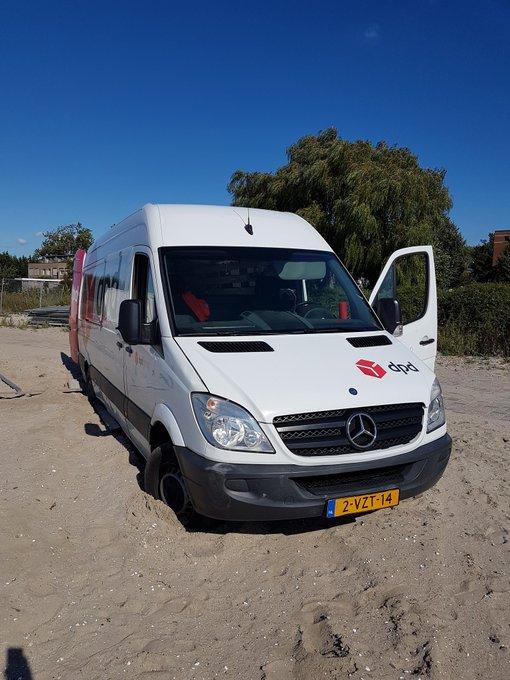 RT @awensveen: Bij Poeldijkerhout is het tegenwoordig wekelijks feest. Er staat weer een auto vast.a https://t.co/9ZnISxf1N2