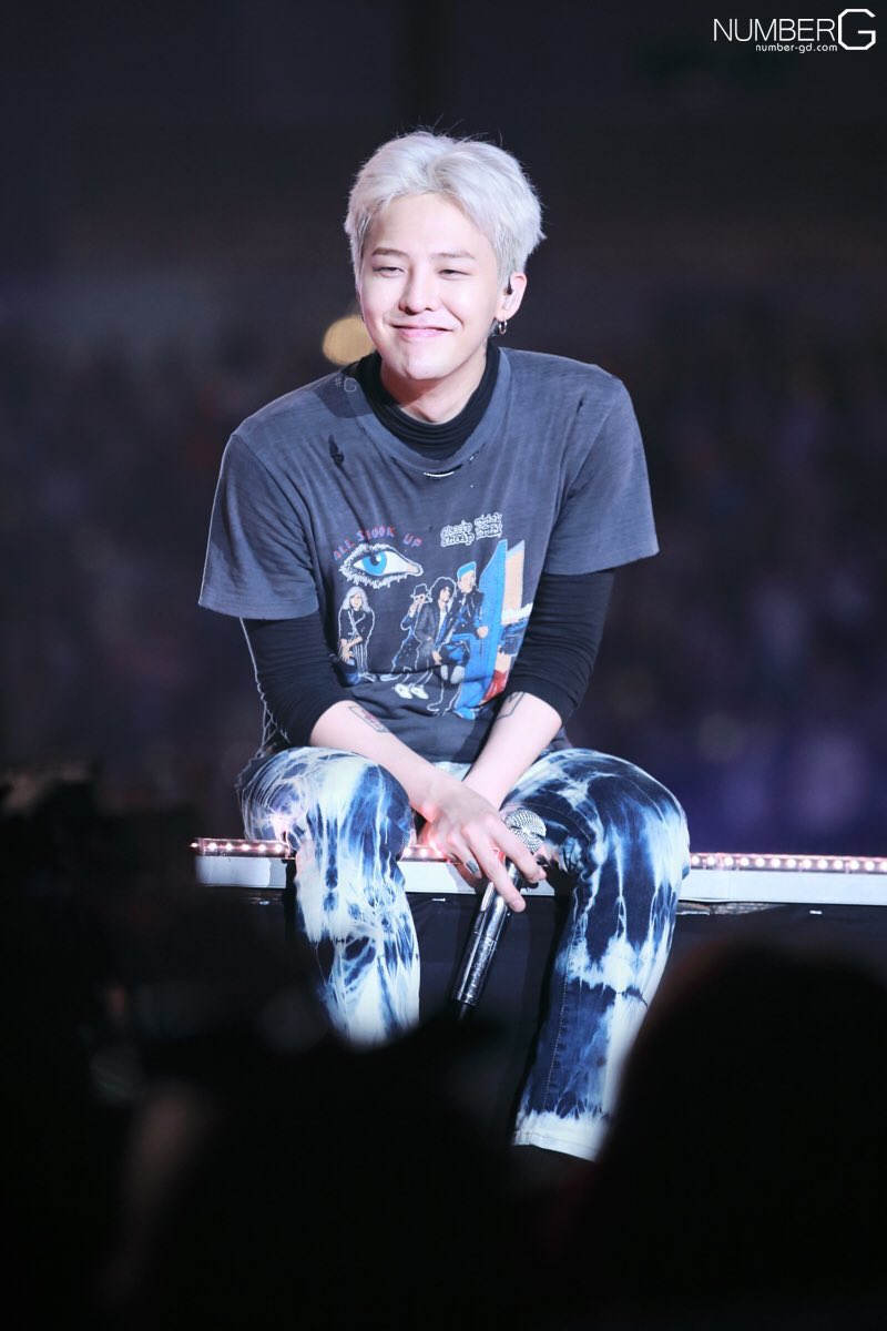 Happy birthday to uri forever leader, Kwon Jiyong! Hope you&#39;re having great years ahead! And we&#39;ll always have your back! During your ups and downs! We&#39;ll never leave you #HappyKWONJIYONGDay #Happy818GDay<br>http://pic.twitter.com/Rp3ViE08Ol