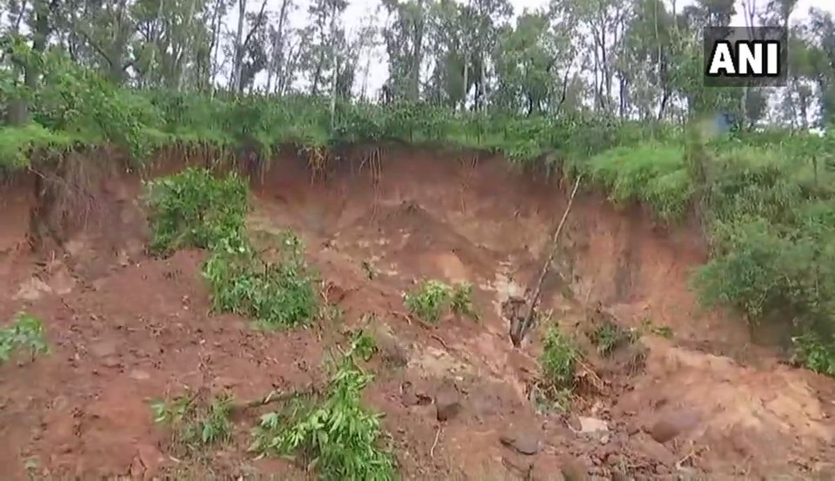 Kodagu: Heavy and incessant rainfall triggers landslides in the district; houses also waterlogged. #Karnataka
