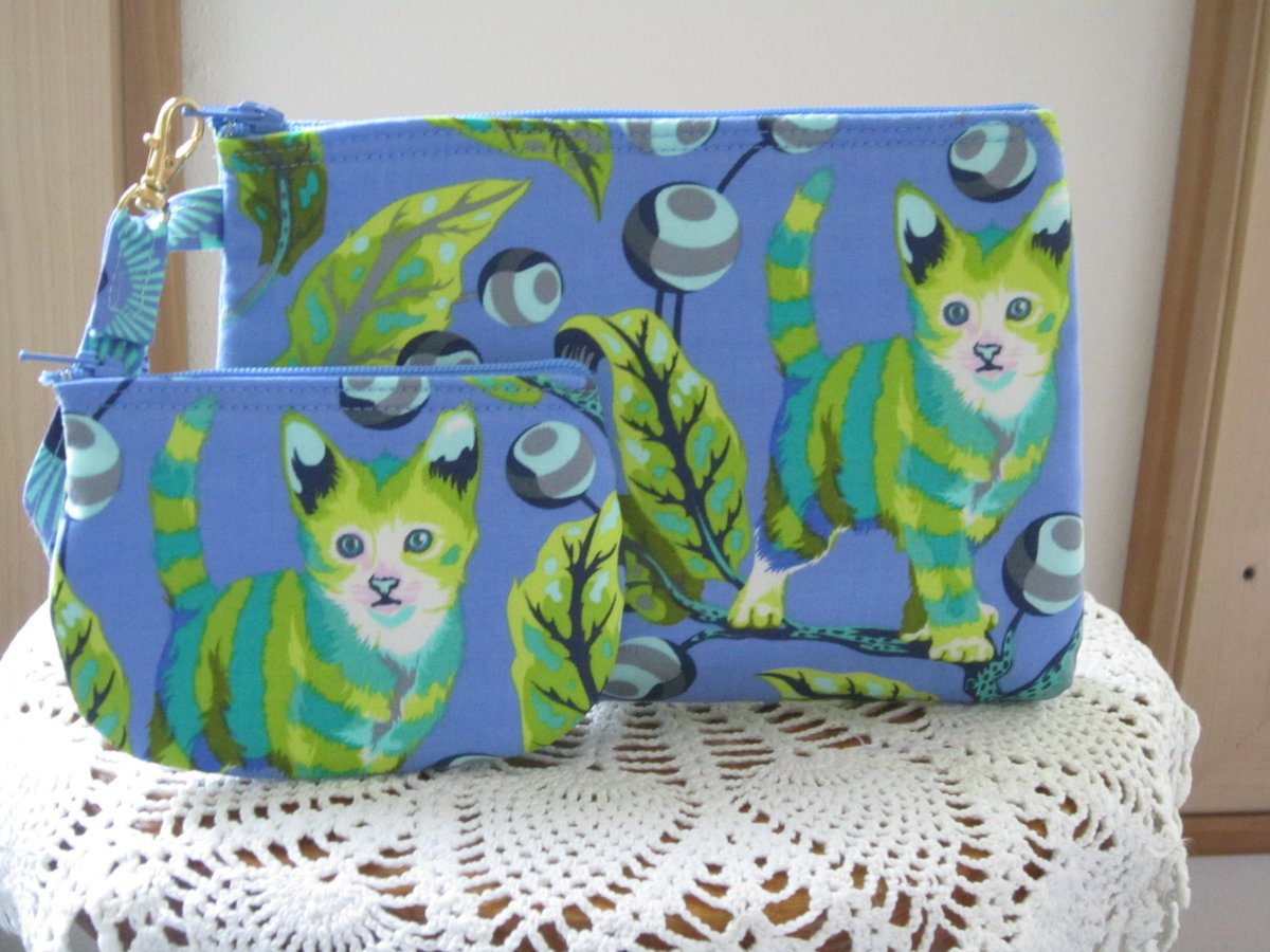 f017be11d8 Do you know someone who loves  cats   https   www.ebay.com itm Blue-Cat-Pouch-Travel-Purse -Travel-Clutch-Wristlet-Zipper-Cat-Bag-Set 132747606020 …