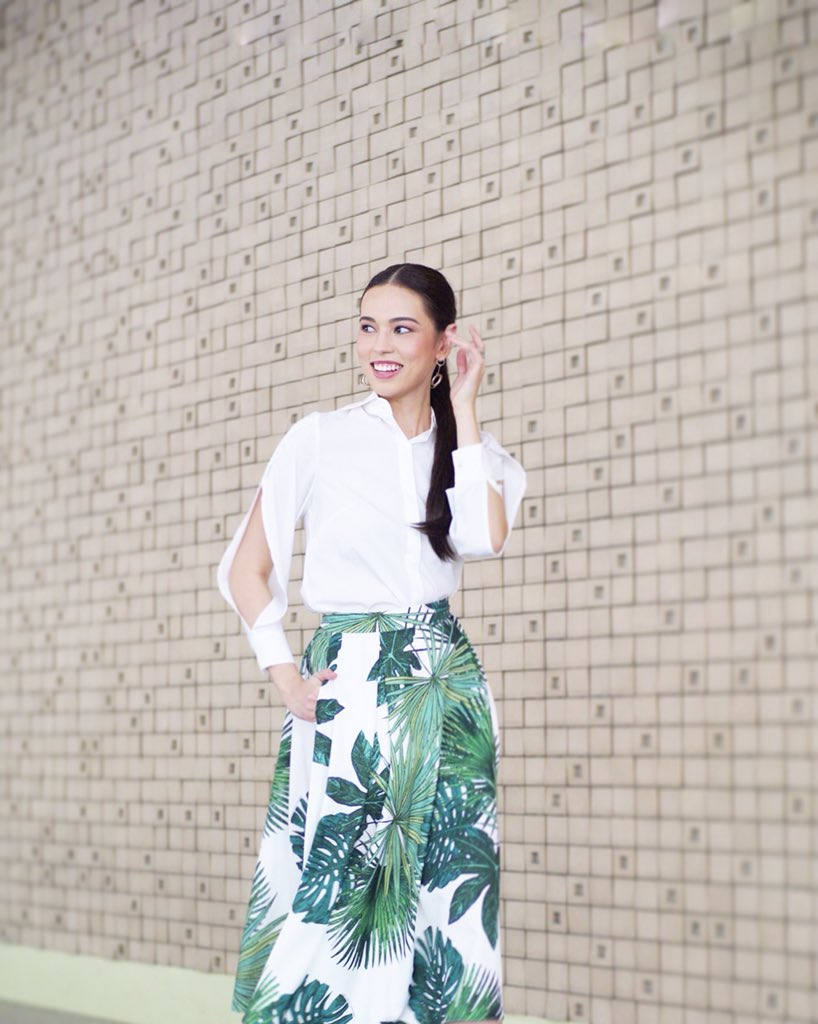 Outfit straight out of the most bright & beautiful new #PlainsAndPrintsxMarkBumgarner collection. :) 💛🍃🌻 There's a whole selection available in @PlainsAndPrints stores & even online! How cute is this skirt?! Congratulations @Mark_Bumgarner!