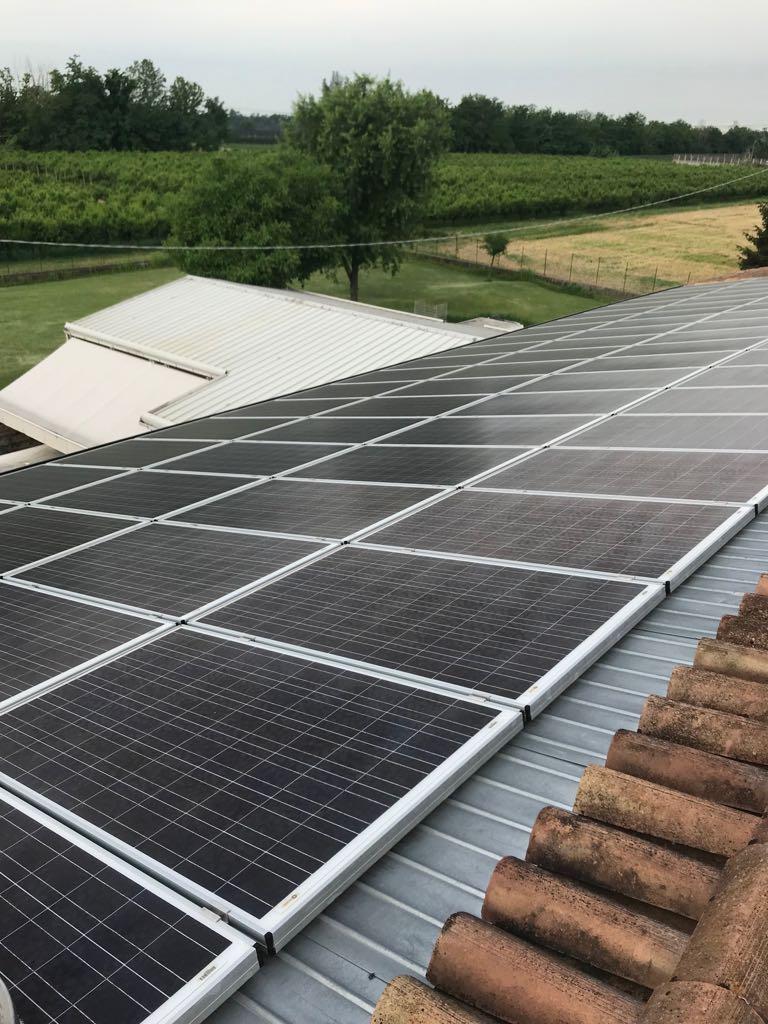 Lavaggio di pannelli fotovoltaici.Visita il nostro sito  http:// www.dimexsrl.it#dimexsrl #veneto #verona #lavaggio #pulizia #manutenzione  - Ukustom