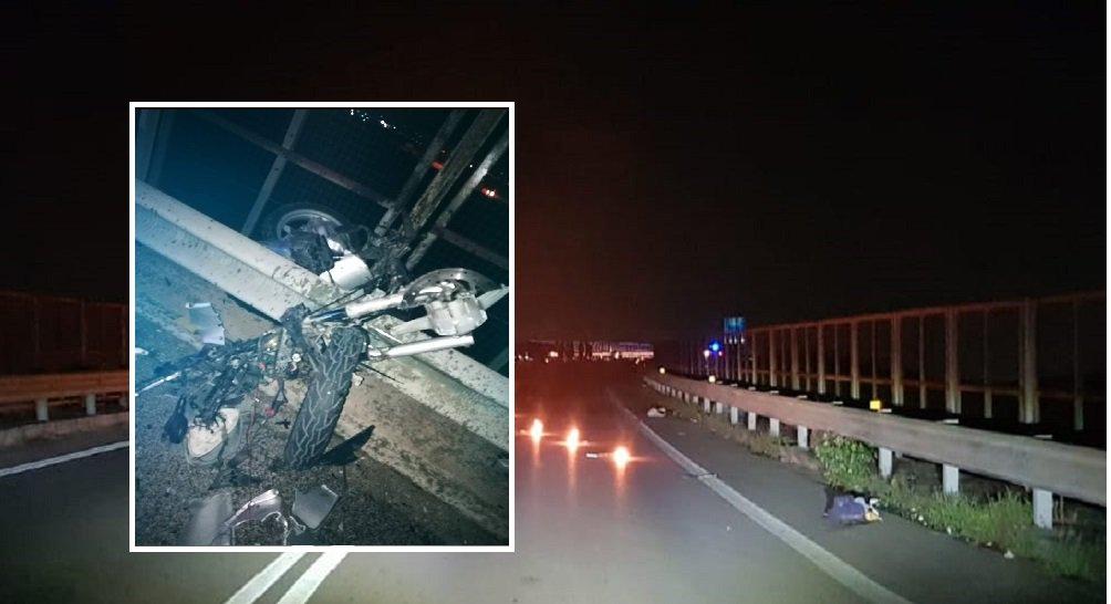 #Afragola. Spaventoso schianto tra #Auto e #Moto, due giovani finiti in ospedale #Incidente su https://is.gd/3FsChp  - Ukustom