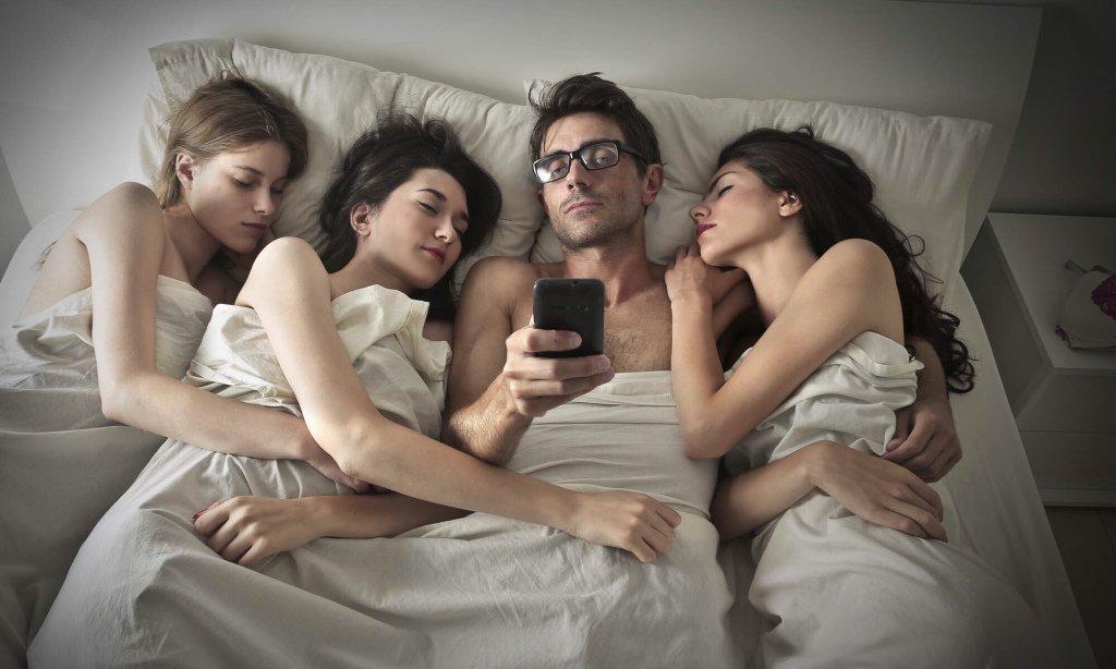 Две девушки один парень секс видео русское — pic 9