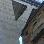 Il ponte appoggiato alle case #Genova #Genovaponte #Genovabridge @SkyTG24 @lapinna1