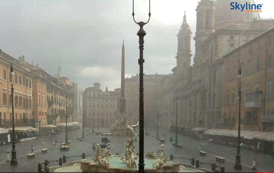 Grandinata in atto a Roma.#direttameteo da Piazza NavonaEvoluzione #meteo prossime ore: http://bit.ly/meteosera17Ago#grandine #Roma  - Ukustom