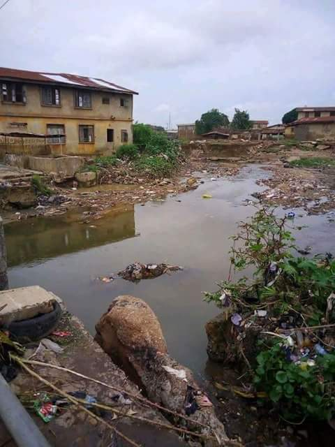 Saraki&#39;s hometown in Kwara v Saraki&#39;s home in London. He was governor for 2terms and has been godfather since. Billions collected for constituency projects yet this.  If we&#39;re not mad, how is this man even entertaining the thought of becoming president and some are backing him. <br>http://pic.twitter.com/9ds3OvNNIu