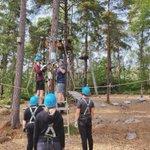 Helsingin toimiston puuhaperjantait ovat heränneet kesälaitumilta. Toimiston porukka vietti viime viikolla perjantai-iltapäivän Mustikkamaan  Korkee-seikkailupuiston puunlatvoja hipovilla köysiradoilla.   #LINJAarkkitehdit #SeikkailupuistoKorkee #puuhaperjantai