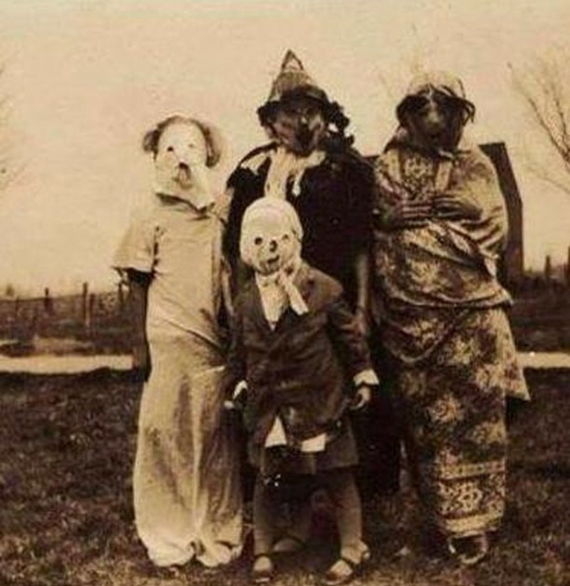 stilez on twitter the halloween costumes back in the early 1900s were terrifying