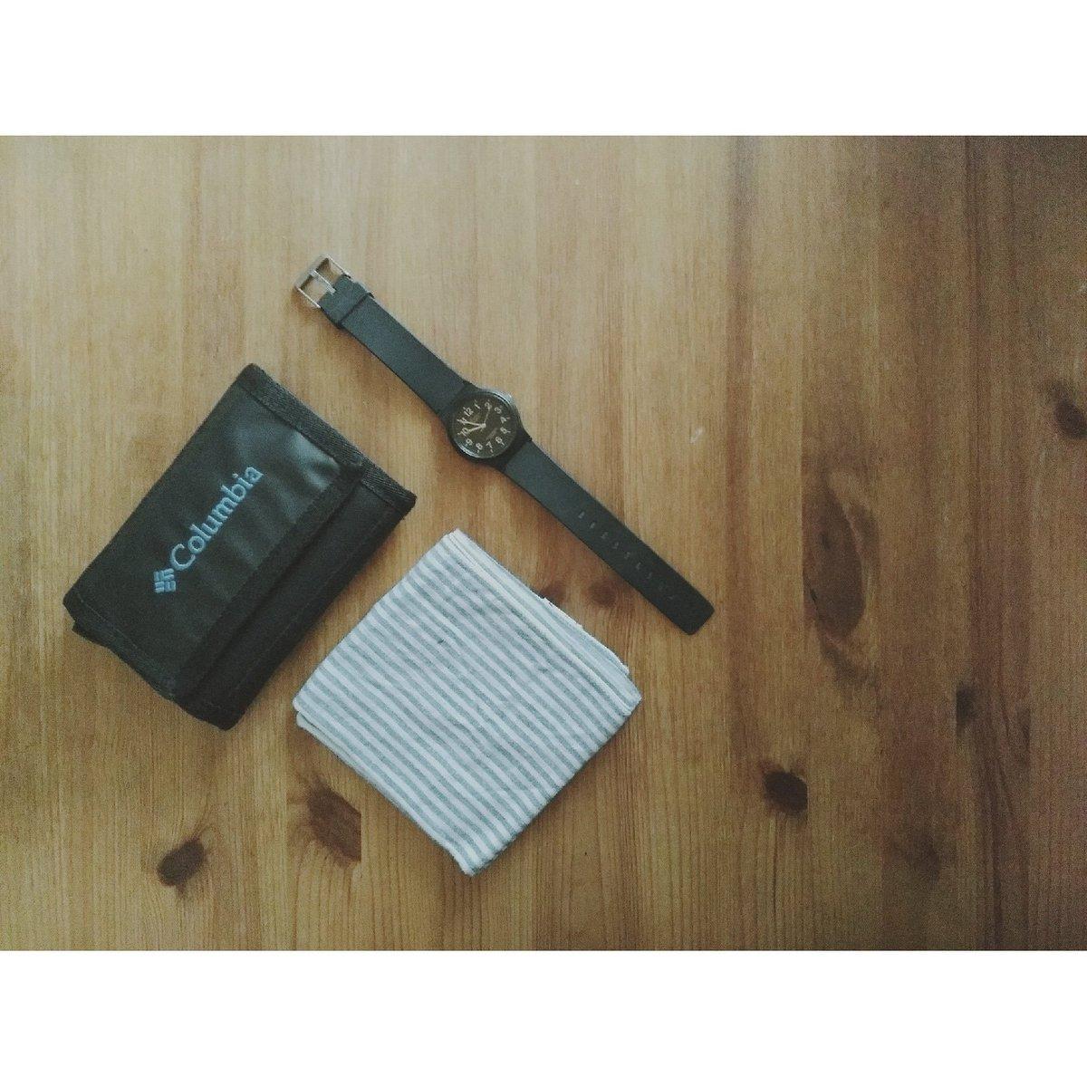 9b94491ad4 仕事ではスマホも財布も持ち歩くため、軽くてコンパクトなアウトドア用品のウォレットにしたら…使いやすすぎて、長財布に二度と戻れない…(「二度と戻れない」と  ...