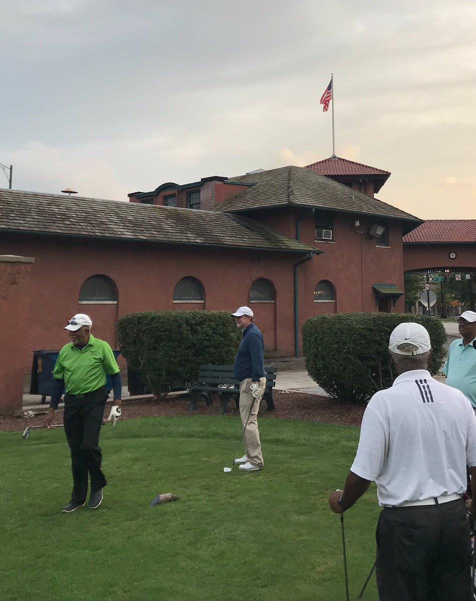 You guys got a game??? Beau Welling from @tgrdesignbytw joined for a fun twilight 9 at @ChicagoParks South Shore Golf Course. Learning local history firsthand, and sharing in aspirations ahead... #AboutThoseBunkers