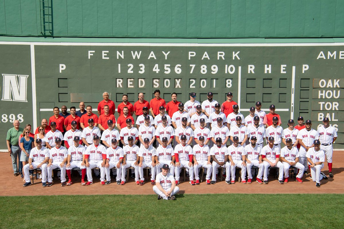 When a @BankofAmerica @Mastercard cardholder joins the @RedSox team photo…That's a #Priceless Picture.