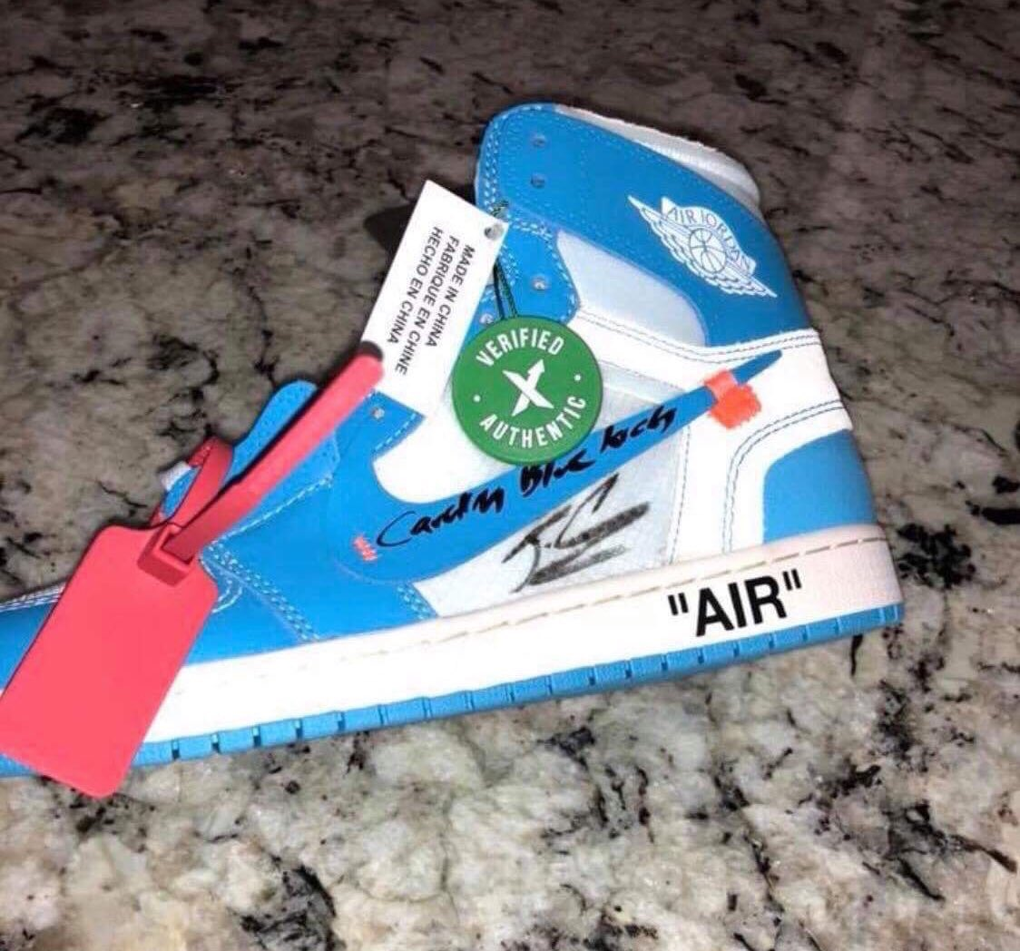 "76b90f5abfbd2b WANT TO SELL  Air Jordan 1 ""OFF WHITE UNC"" (signed by J Cole) PRICE   130  Please RTpic.twitter.com OUcgtsmYkD"