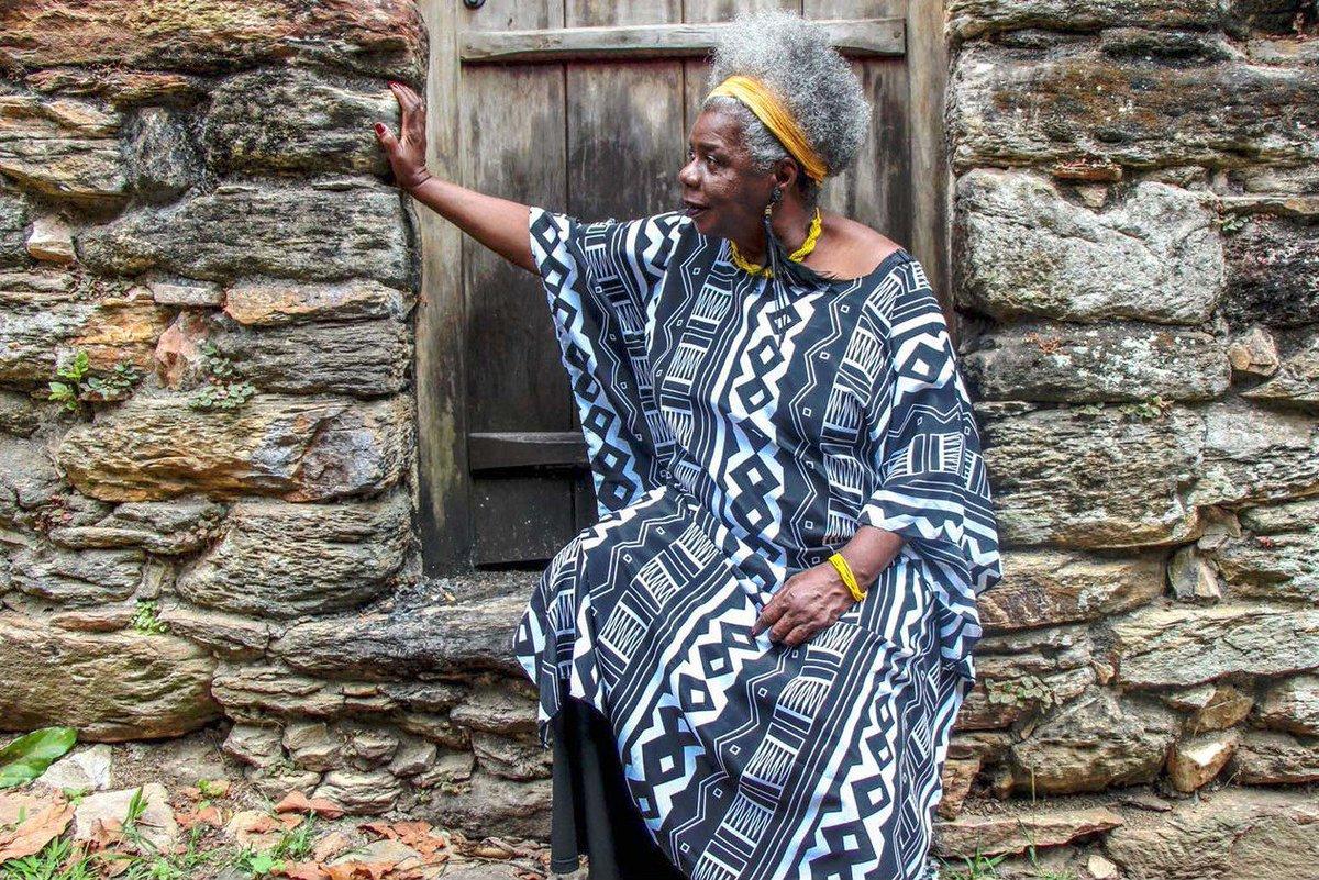 'Conceição Evaristo seria a primeira mulher negra a integrar a ABL. Não foi. Mas isso diz mais à respeito do Brasil, da Academia, e de nossa Cultura, do que sobre a autora. A ABL não está em movimento. Já Conceição Evaristo está. E, de certa forma, é.' https://t.co/gVtQogYmmU