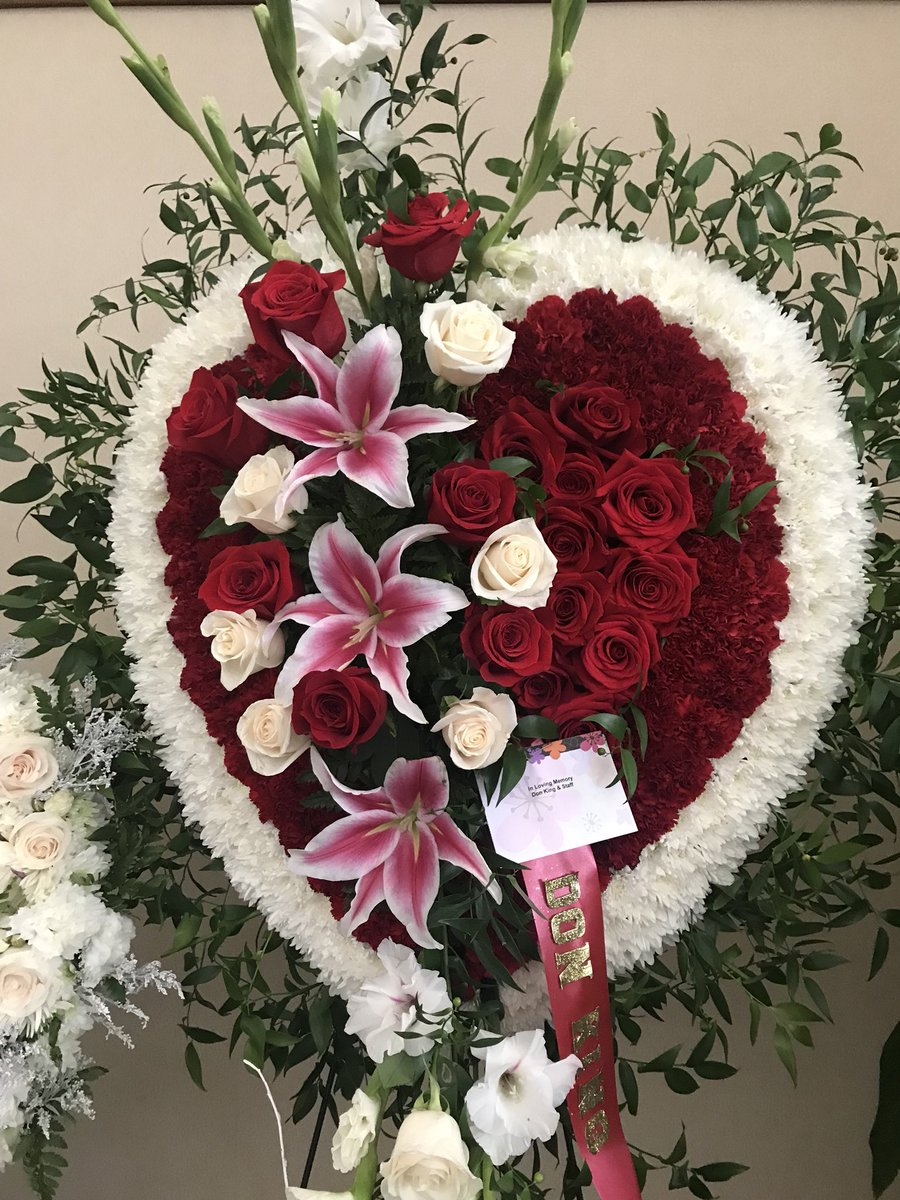 Marta dhanis on twitter we are at the greatergracetemple where the queen of soul arethafranklin funeral an outpour of love is already being delivered by barbarastreisand rodstewart foundationray and donking izmirmasajfo