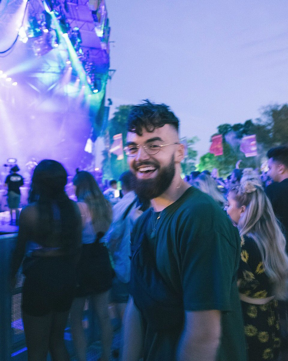 I went to @Bestival & had the best weekend ever!   Did a talk, ate amazing vegan food, meet some incredible people AND a famous UK singer confirmed to me that's she's vegan...  Check out the video!!   https://t.co/B81inonSA6 https://t.co/5Dnki0gC1z