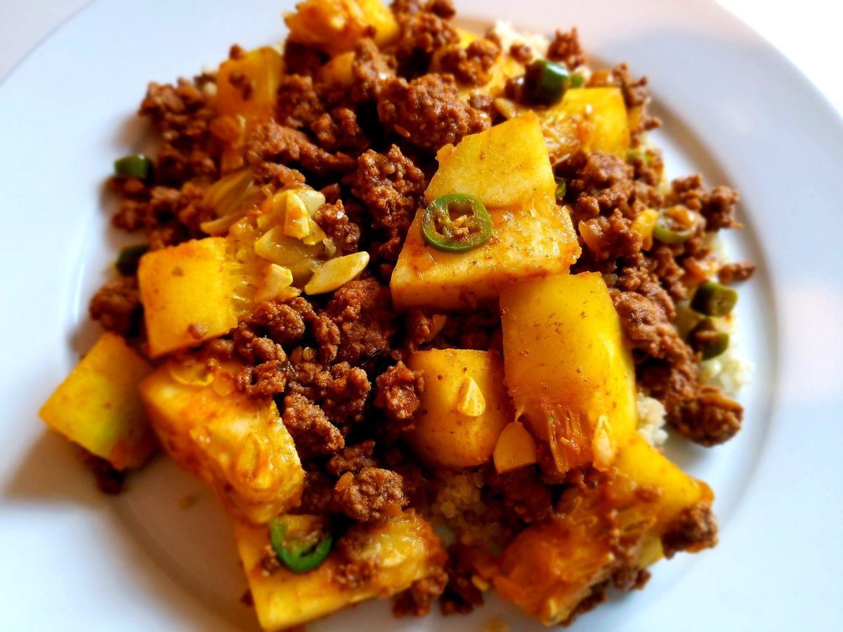 Ground beef and squash masala over quinoa #homecooked #food https://t.co/msvUTNCDZz