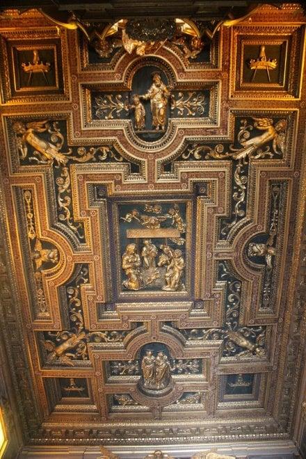 A Roma non è crollato un soffitto, è crollato QUESTO soffitto.