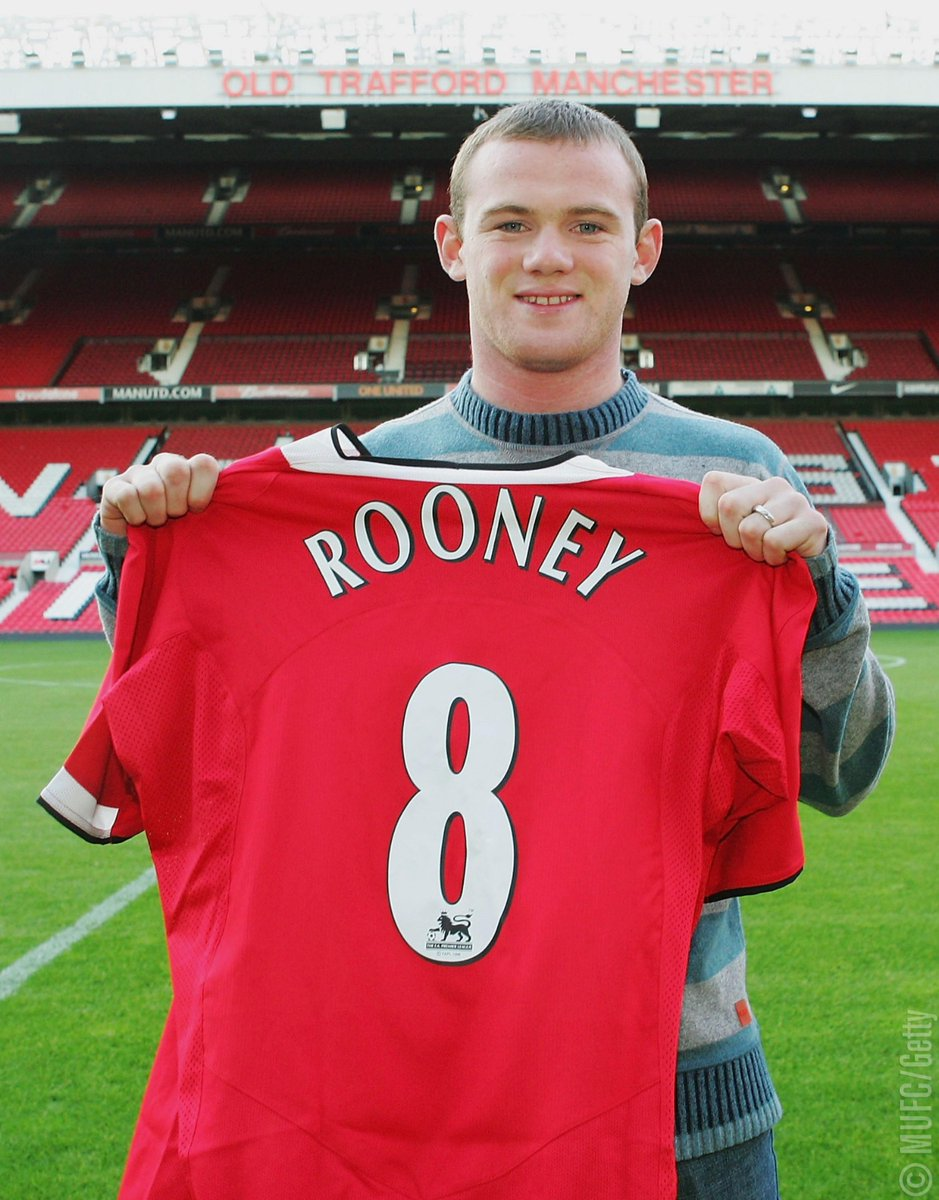 #OnThisDay 14 years ago, @WayneRooney signed for #MUFC and a legend was born. 🔴
