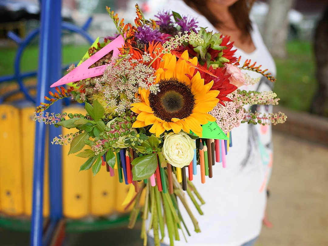 Композиция из цветов в школу фото, цветы юбилей