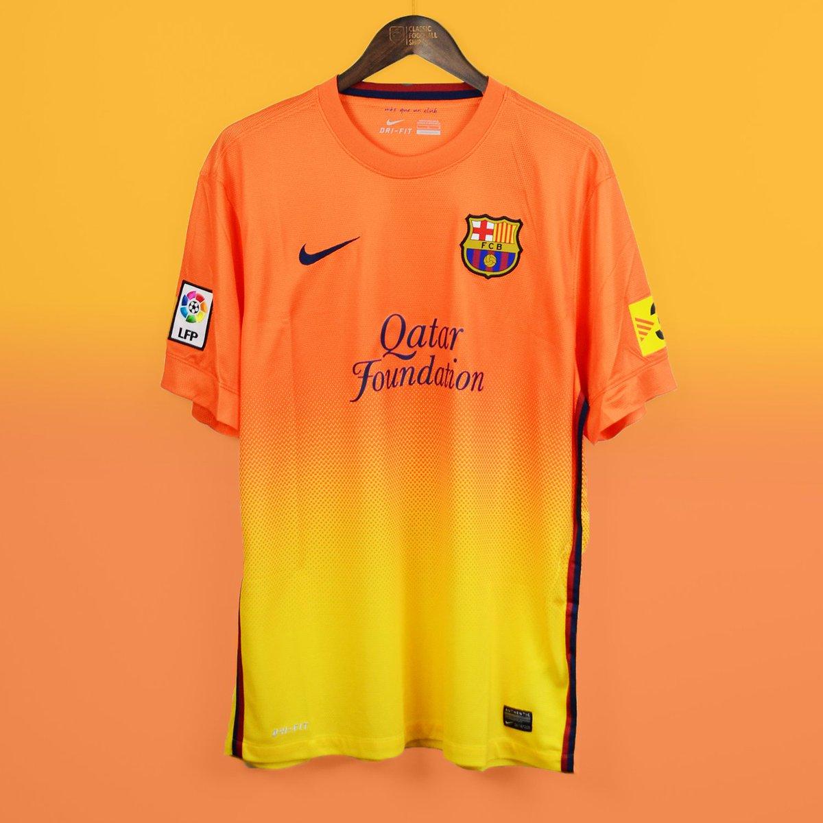 hot sale online 0d0e2 828f9 Classic Football Shirts on Twitter:
