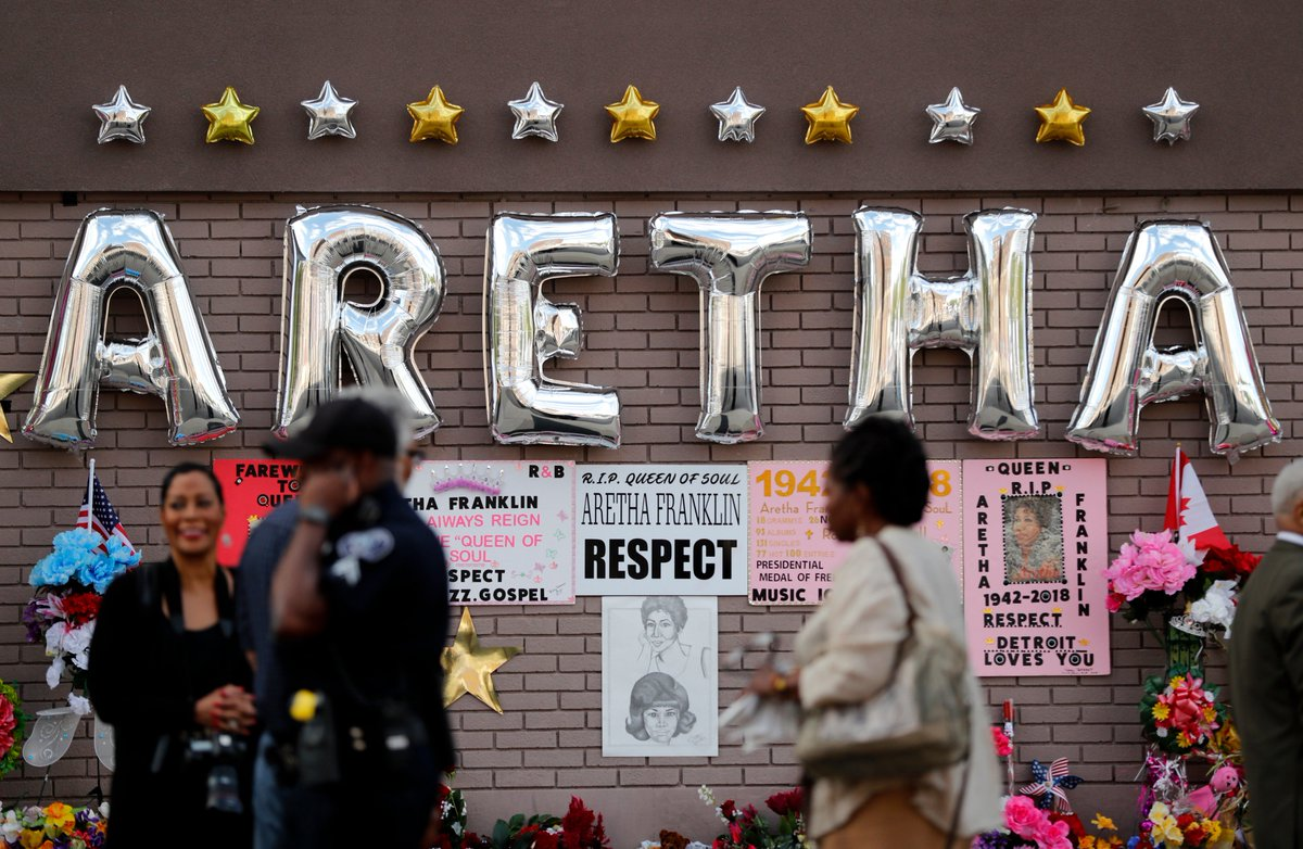SAYING GOODBYE: Family, friends and stars alike are gathering to attend the homegoing service for the #QueenOfSoul as she is laid to rest today in #Detroit https://t.co/51nRAryIrm #ArethaFranklin #ArethaFranklinFuneralF#ArethaHomegoinguneral