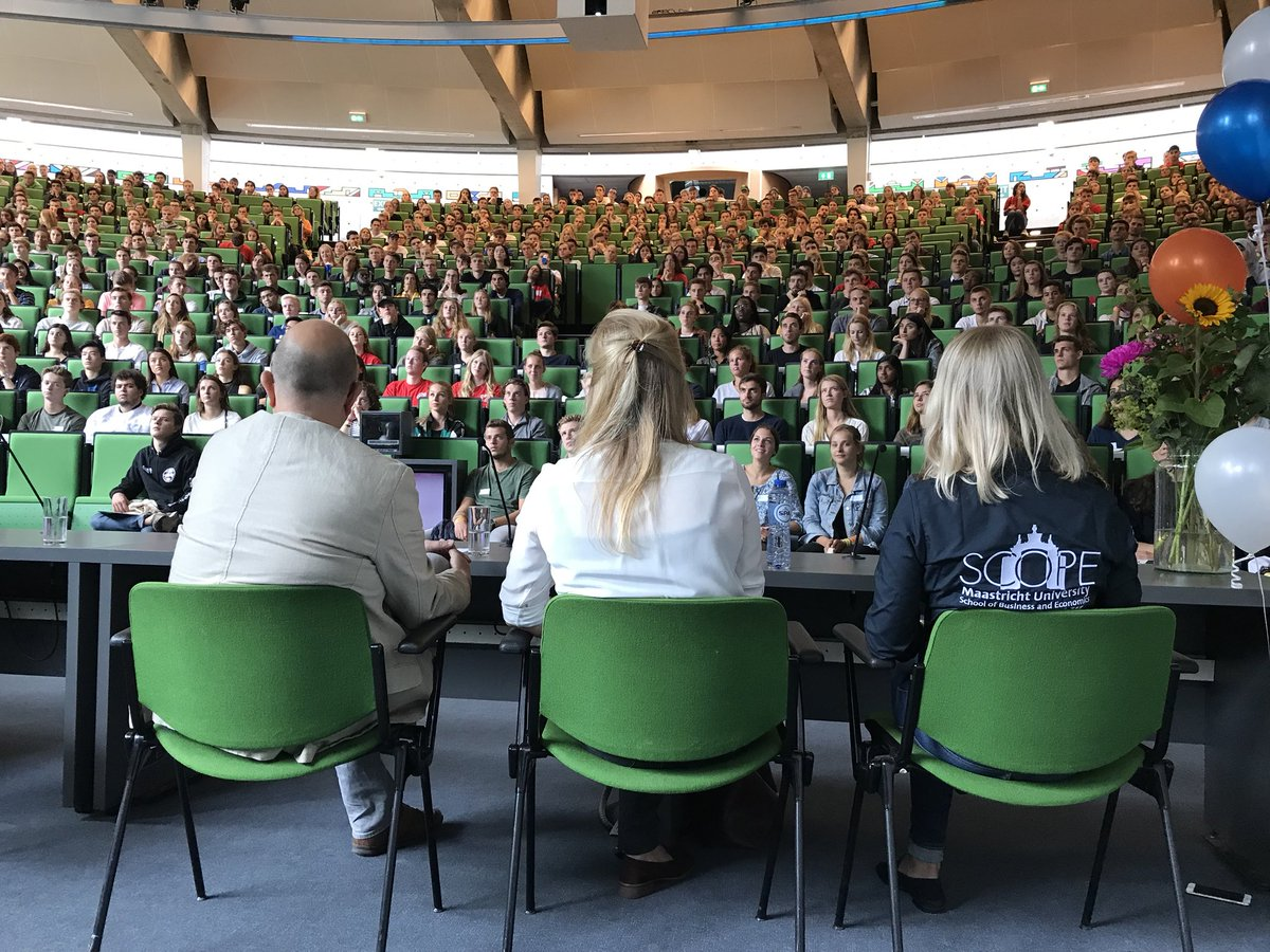 We salute you! This week SBE welcomed 1500 new regular students of economics, business economics and international business + 500 exchange students. Take responsibility, students, for learning, for one-another, for Maastricht, for our planet, for ethical behavior, for having fun! – at Maastricht University School Of Business And Economics