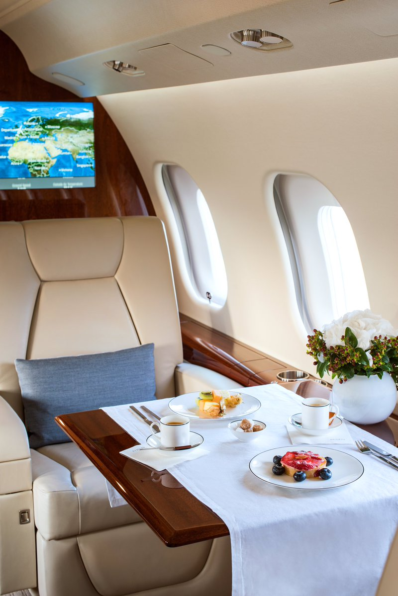 A balanced #breakfast at 41,000 ft. #travel #jetcharter #privatejet #flying #highlife #fridayfeeling #luxury https://t.co/1gqW09Na6f
