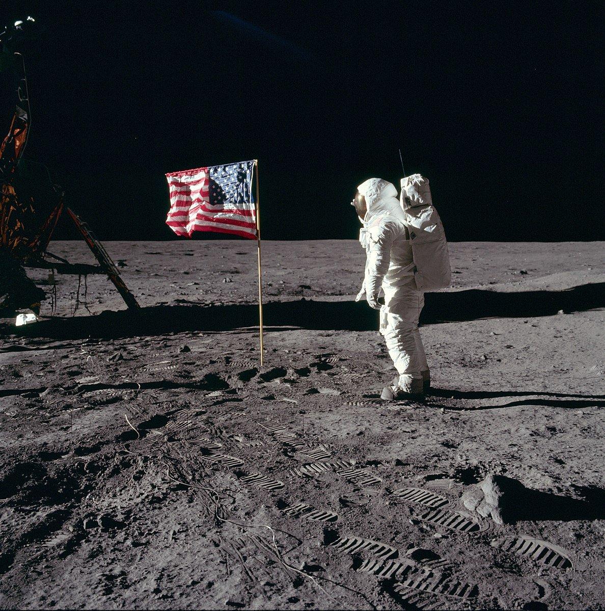 Dl7hZb0XoAAOccz - The Moon 1969