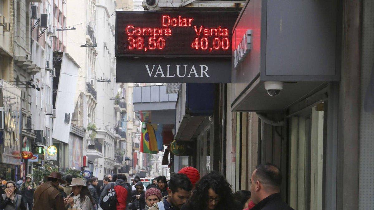 Crisis financiera | El dólar abre en baja, mientras mercados aguardan medidas
