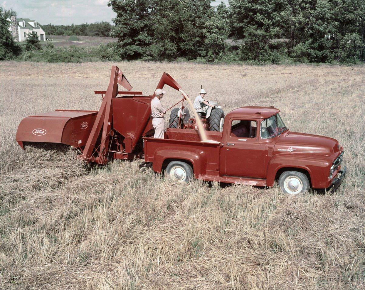 ¿Qué tal esta Ford F-100 de 1956 con tractor? https://t.co/lVq88xrknz