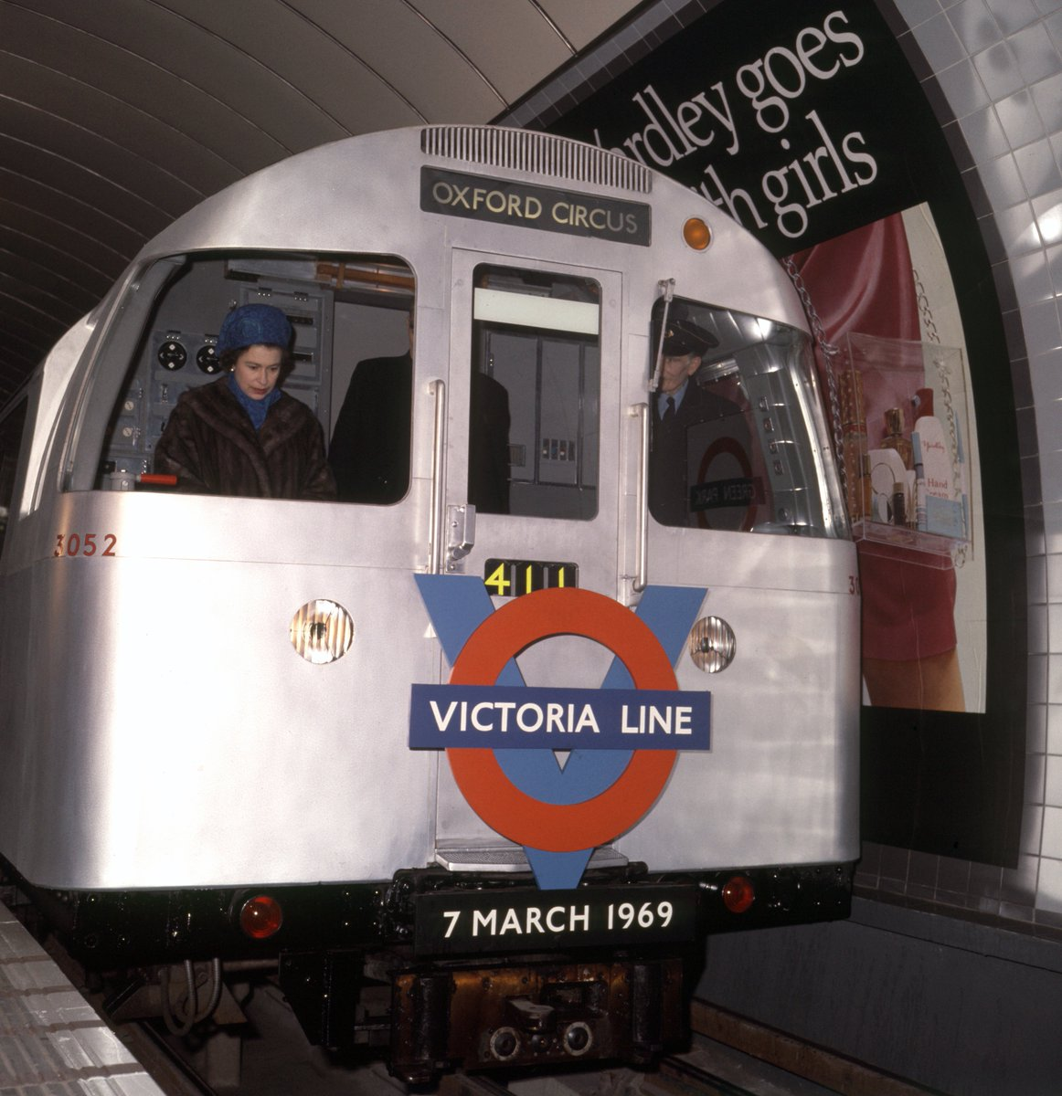 Dl8d5OGW0AANgE - The Victoria Line's really big 50th birthday!
