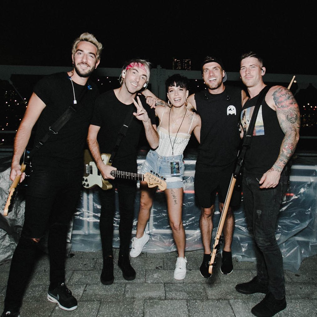 Can u believe I sang my favorite song with one of my favorite bands tonight ???? @AllTimeLow @ashleyophoto https://t.co/KHzWgCM79N