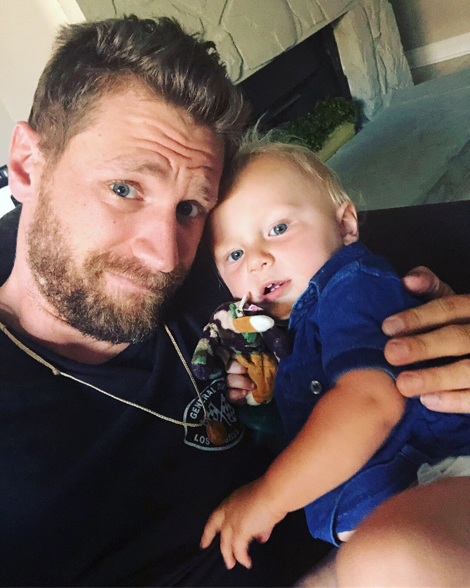 """Chase Rice. On Twitter: """"Sunday's Are For God And Family"""