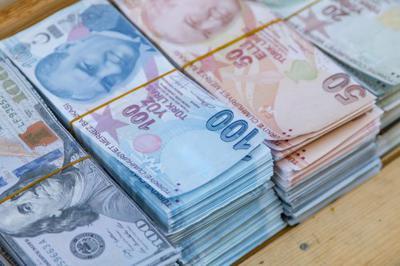 Turkey&#39;s plight deepened on Monday as the lira fell to new lows and President Recep Tayyip Erdogan&#39;s refusal to abandon his unorthodox economic policies left investors fearing a new global financial crisis.  http://www. advisorstream.com/read/turkeys-c urrency-plunge-fans-fears-of-new-global-financial-crisis/?c=eyJ0eXAiOiJKV1QiLCJhbGciOiJIUzI1NiJ9.eyJub2RlX2lkIjo5NjUsInByZXZpZXciOmZhbHNlLCJjb21tX2lkIjo2NDUyMDgsImRlc3RfaWQiOjkxMDI2NX0.9ZSZ37jRArkeWeWOnbfDIeof8dfHKiqLXezJG0wvem8 &nbsp; … <br>http://pic.twitter.com/MhPXWxrEaw
