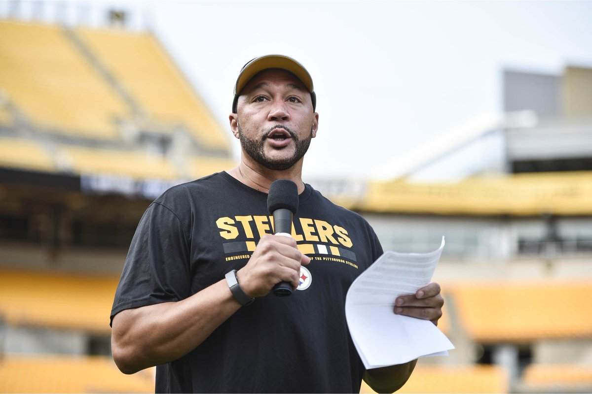 Glad to be a part of Steelers Family Fest at Heinz Field tonight. I had a chance to announce all of the award winners for Steelers Nation Unite. Congratulations to everyone😁
