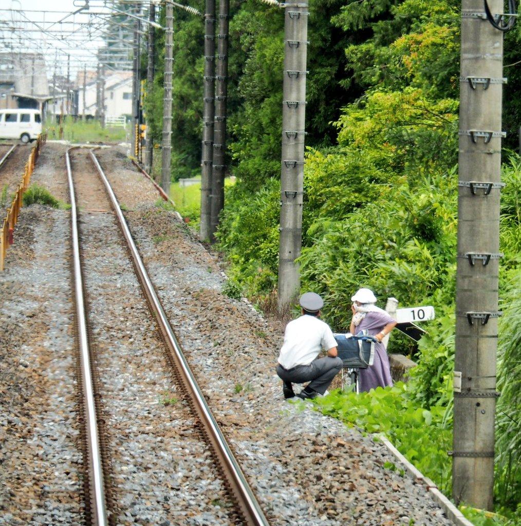 宇都宮線でおばあちゃんが自転車で線路内に進入した現場の画像