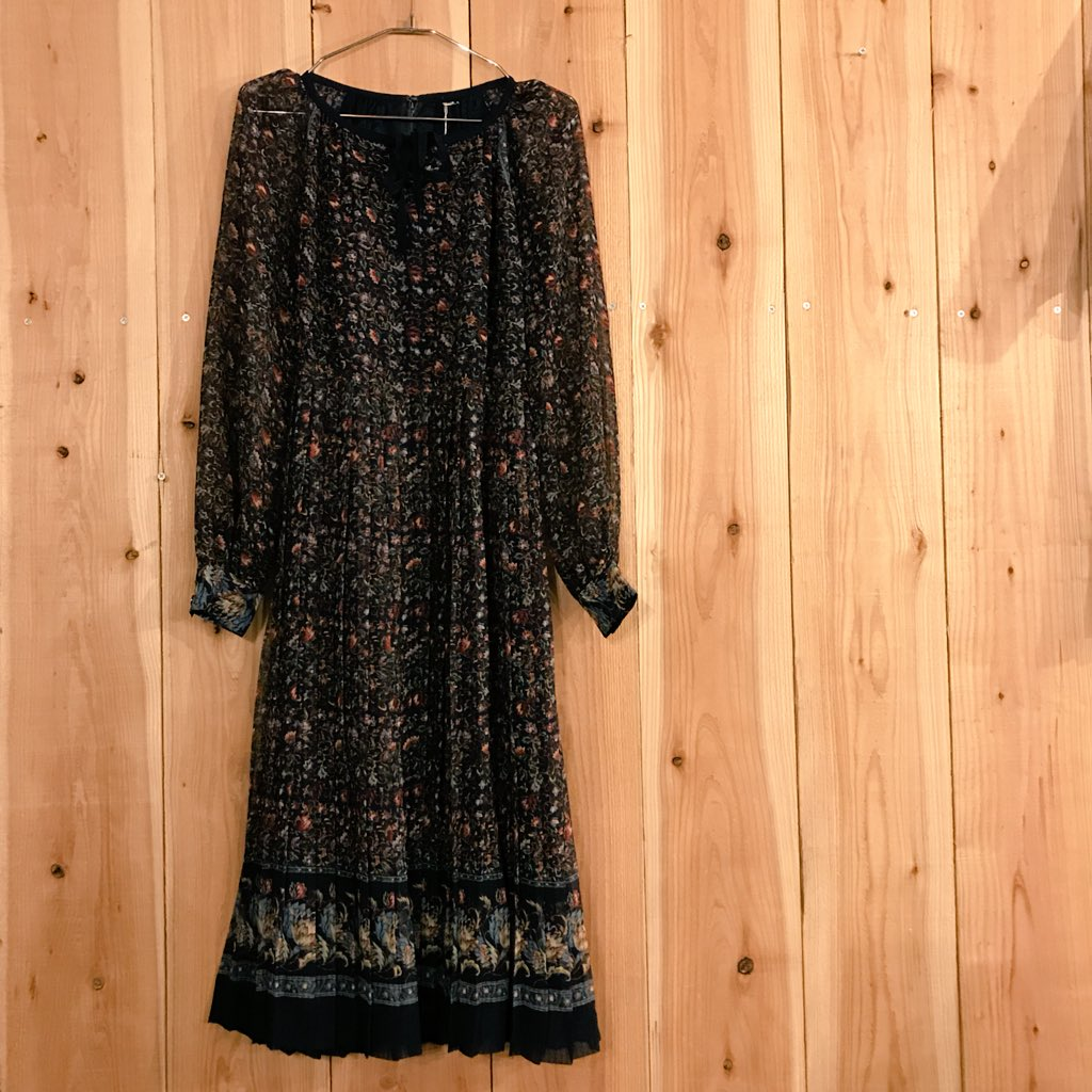 NEW ARRIVAL...botanical u neck one piece...ヴィンテージっぽレトロシックなお花