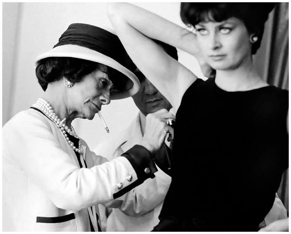 1930lu yıllarda Atatürk, Türk Silahlı Kuvvetlerinin üniformalarını Coco Chanele tasarlattı. Türk Ordusu 1980lere dek onun imzasını taşıyan üniformaları giydi