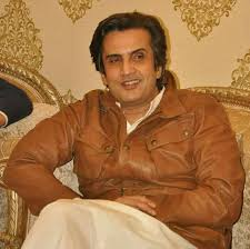 Khusro Bakhtiar - Water Resources Minister - Was Min of State for Foreign Affairs under Gen Mush - was a PML-N MPA &amp; then a PML-Q MNA in 2002 - in 2013 joined PML-N again &amp; in 2018 again left it, resigning from the NA &amp; joined PTI a few months before the election  #FederalCabinet<br>http://pic.twitter.com/TL2rHA7clA