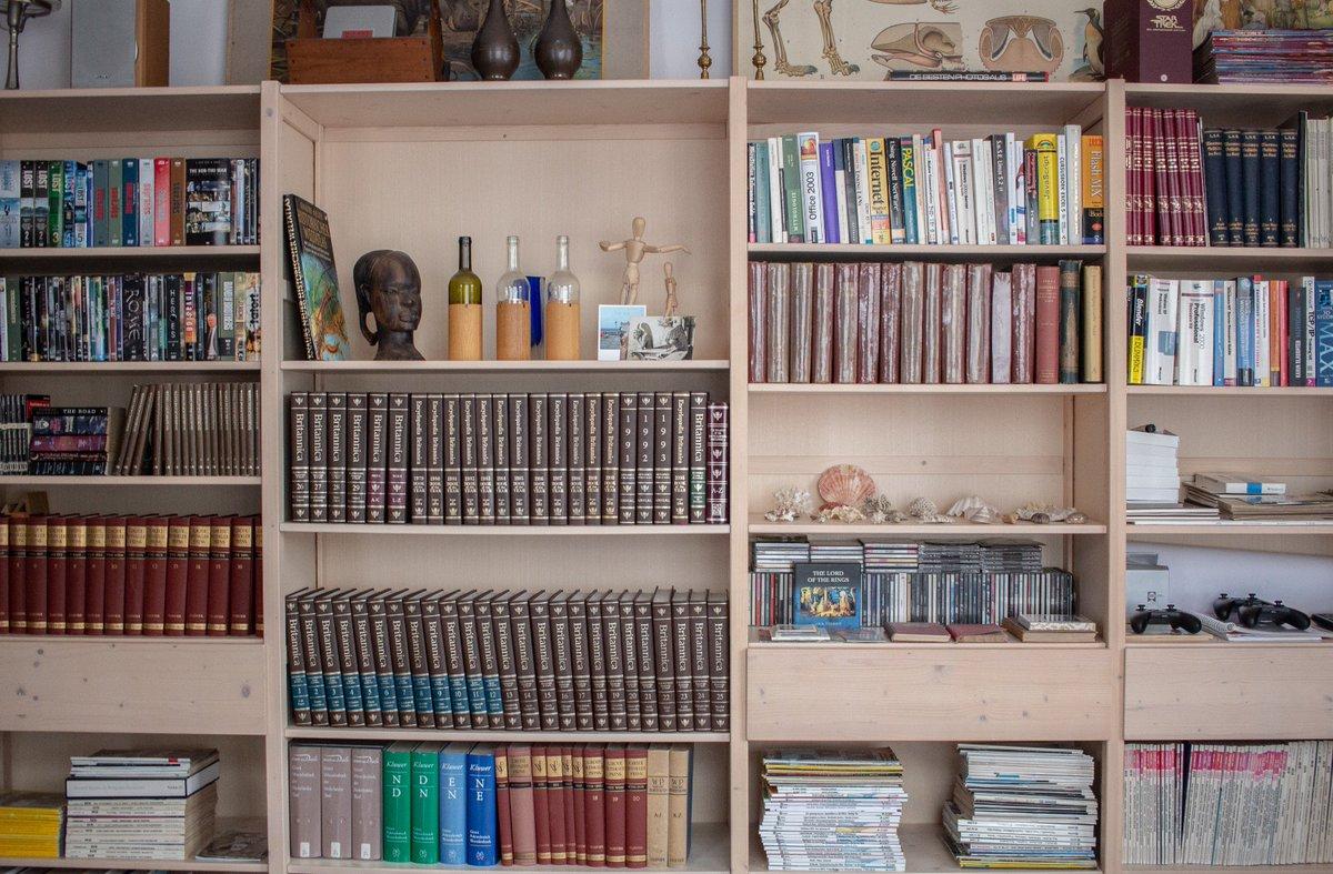 Boekenkast In Woonkamer : Boekenkasten voor je woonkamer goossens