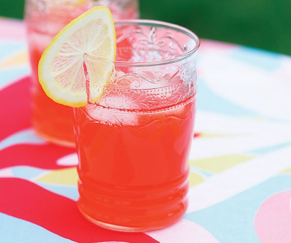 Celebrate #LemonadeDay with a twist with this @finecooking recipe for pink lemonade! The addition of strawberries give it it&#39;s bright pink colour and a sweet contrast to the tart lemon flavor in this classic summer drink:    https://www. finecooking.com/recipe/pink-le monade &nbsp; … <br>http://pic.twitter.com/Z4f1WUOx8i