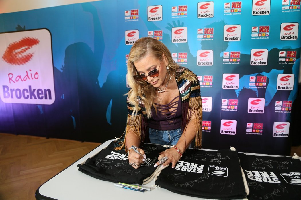 "Anastacia >> álbum ""Evolution"" - Página 11 DlCCIUuX0AAKQy9"