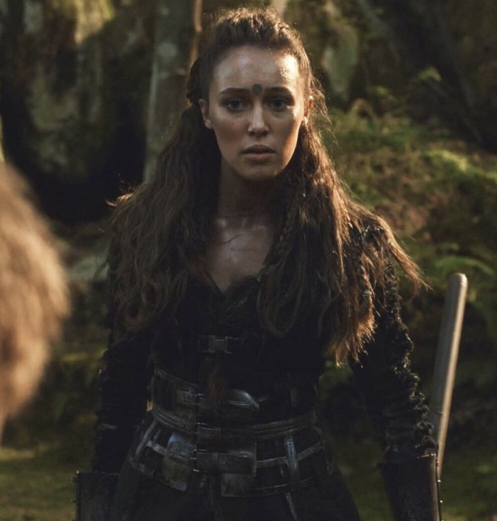 We won't allow you to ruin perfection, bring her back alive with her own spinoff played by the incredibly talented @DebnamCarey we love and need her! She's too amazing to be gone just like that @Netflix @NetflixLifee @Syfy @SYFY_Spain @Freeform @Fox @HBO @AMC_TV @nbc @amazon<br>http://pic.twitter.com/8UpQKprF3a