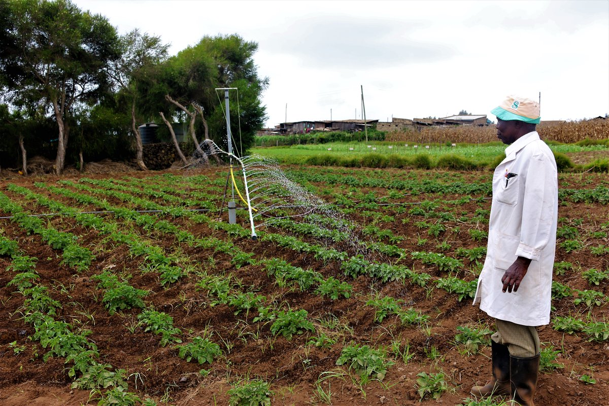 Leveraging on the use of technology in agriculture, @DiscoverJKUAT Water Research and Resource Center (WARREC) in collaboration with @SNVworld is implementing 2 projects in Meru County to improve the efficiency of irrigation and precision farming.  http://www. jkuat.ac.ke/smart-water-fo r-agriculture-revolutionise-farming-in-meru-county/ &nbsp; … <br>http://pic.twitter.com/zwL9YkLoSZ