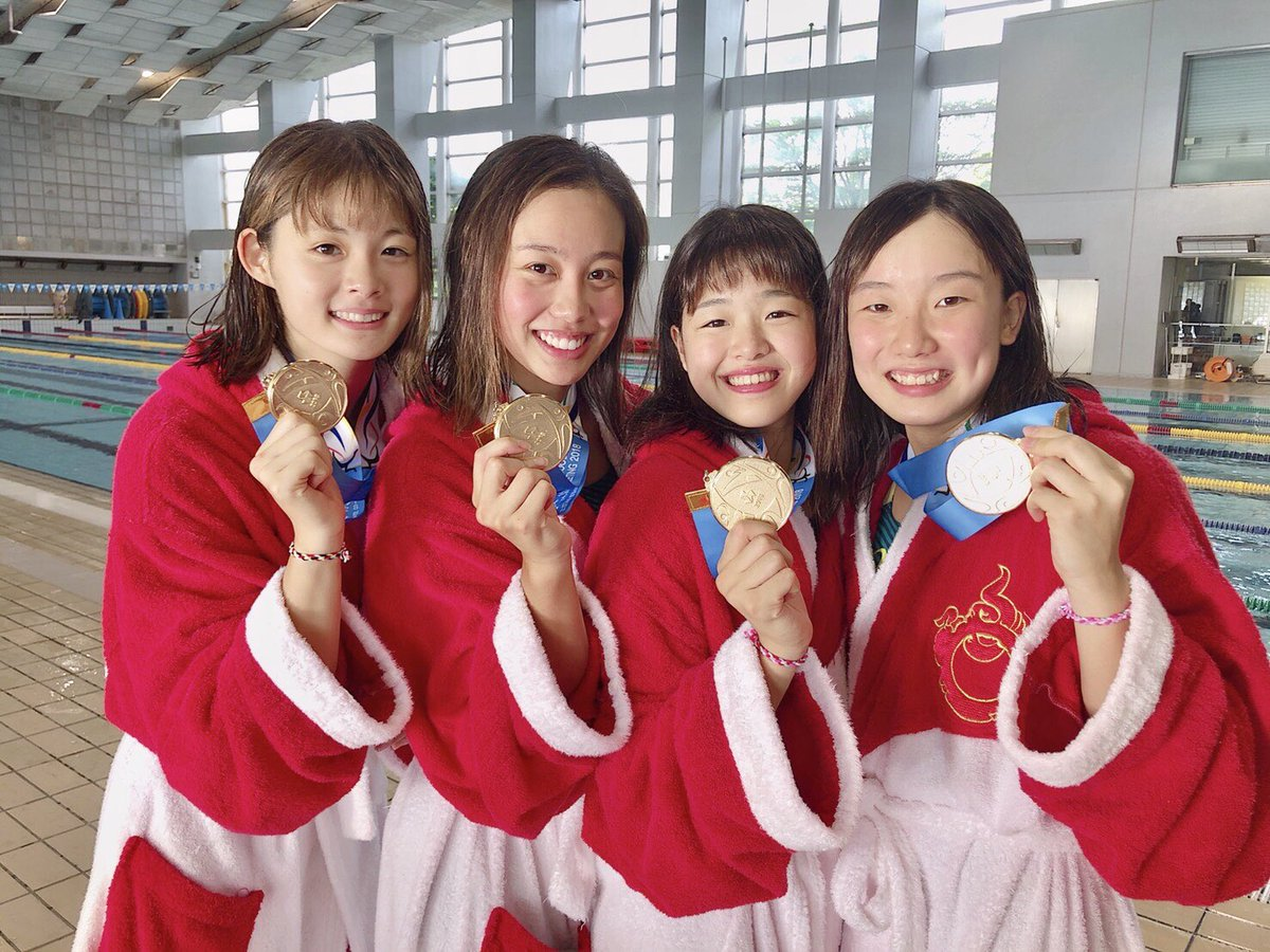 チームでのメダルの今井月
